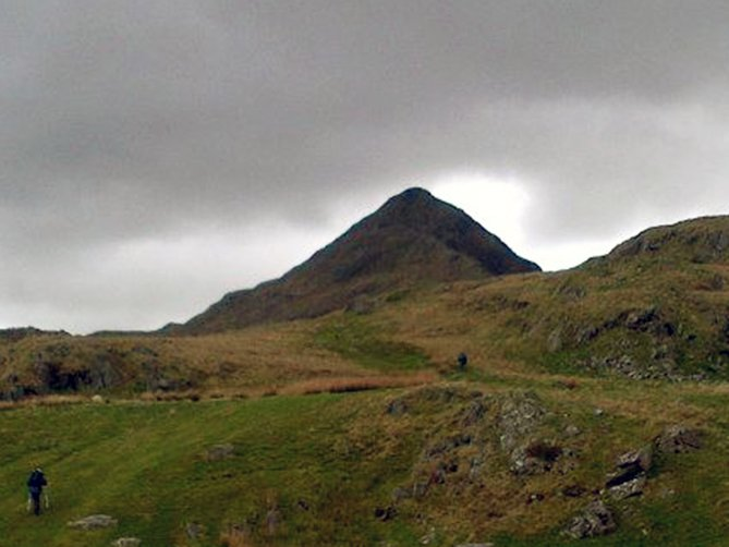 guided hikes on the cnicht snowdonia